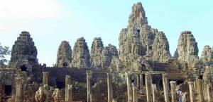 Kambodscha | Tempel Bayon in Angkor Wat. Blick auf die vielen Köpfe aus Stein des Tempels