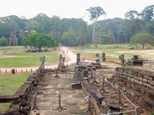 Kambodscha | Elephant Terraces im Tempel Angkor Thom. Elefanten aus Stein verzieren die Ruinen der Terrassen