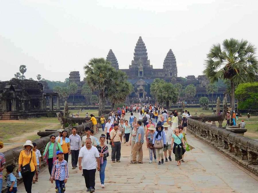 Kambodscha | Menschenmassen vor dem Eingang zum Weltwunder Angkor Wat