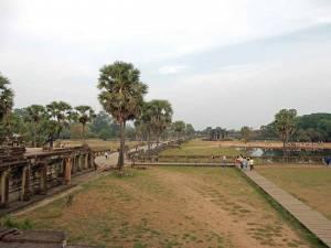 Kambodscha | Angkor Wat von Innen mit Blick vom Haupttempel auf den Eingang