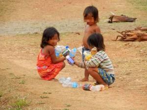 Kambodscha | Spielende Kinder im Angkor Archälogischen Park