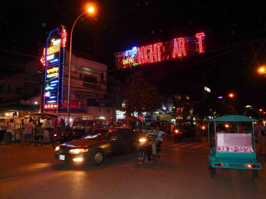 Kambodscha |Eingang zum Nachtmarkt in Siem Reap
