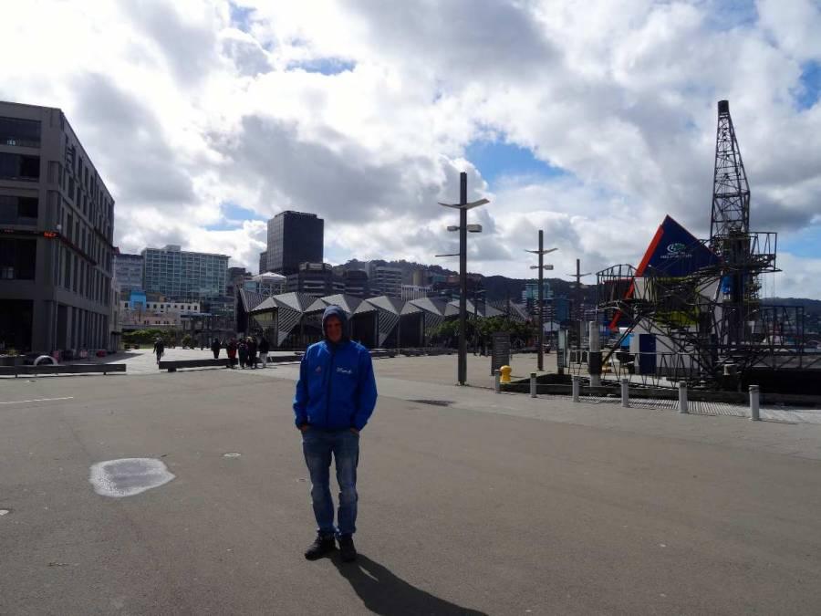 Neuseeland | Nordinsel, Henning beim Spaziergang entlang des Hafen in Auckland