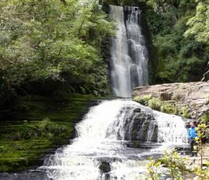Neuseeland | Südinsel, Henning steht vor den Mc Lean Falls