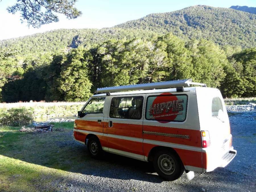 Neuseeland | Südinsel, Unser Hippie beim Camping am Cascade Creek am Milford Sound