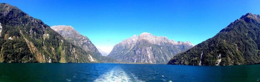 Südinsel, Panorama von der Cruise am Milford Sound mit Blick auf die Fjorde, Berge und das Meer