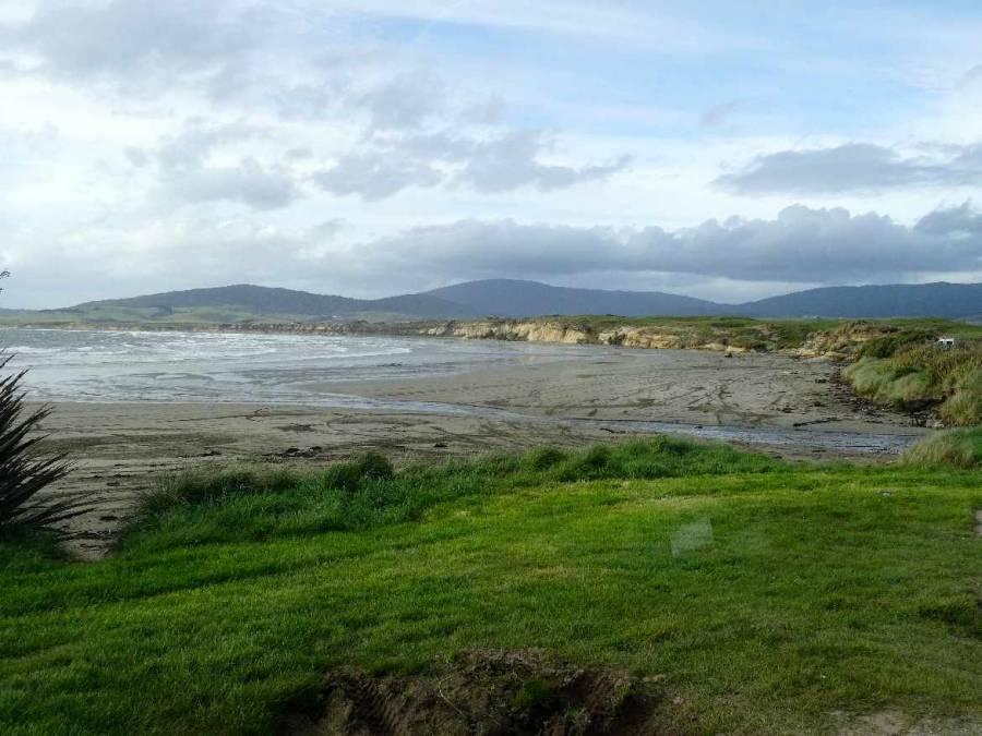 Neuseeland | Südinsel, Panorama in der Orepuki Monkey Island Picnic Area auf Meer, Strand und grüne Wiesen