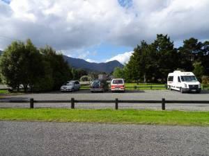 Neuseeland | Südinsel, Collins Memorial Reserve Camping in Picton. Blick auf die Stellplätze samt Campervans