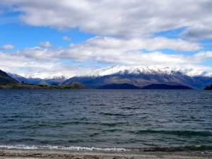 Neuseeland | Südinsel, Lake Wanaka. Blick über den See auf schneebedeckte Berge