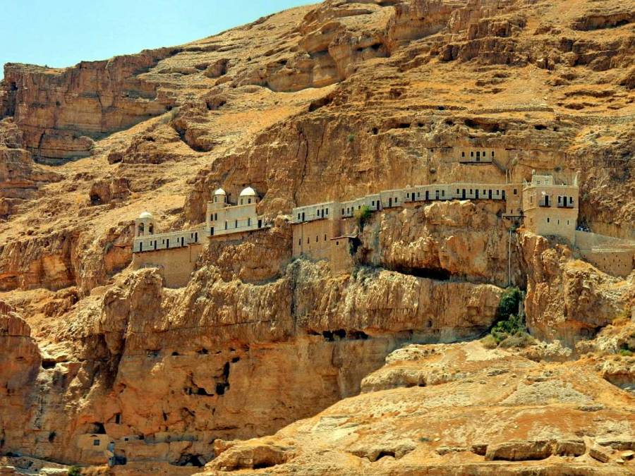 Palästina | Sehenswürdigkeiten: Hoch in den gelben Felsen eingebettetes Kloster der Versuchung in Jericho