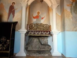 Stein über Jesus Wandmalerei