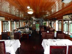 Vietnam | Norden, Fantasea Cruise in der Ha Long Bay. Das Restaurant / Bar auf unserem Cruise-Schiff von Innen