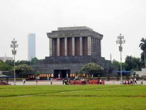 Vietnam | Norden, das Ho Chi Minh Mausoleum in Hanoi. Blick auf das Gebäude des streng bewachten Ho Chi Minh Mausoleum