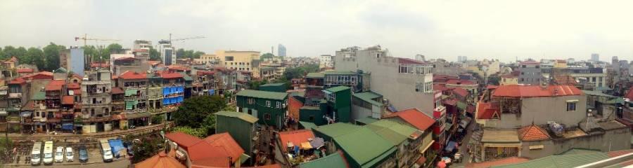 Vietnam | Norden, über den Dächern in Hanoi. Panorama von oben auf die bunten Häuser der Stadt