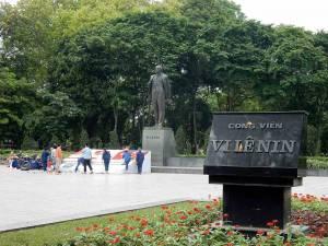 Vietnam | Norden, Hanoi. Die Statue von Lenin