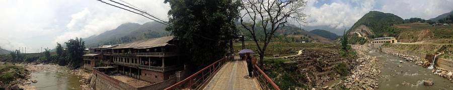 Vietnam | Norden, Panorama auf dem Weg nach Tavan bei Sapa. Über eine Brücke gelangen wir über den Muong Hoa River zu den Häusern des Dorfes Tavan