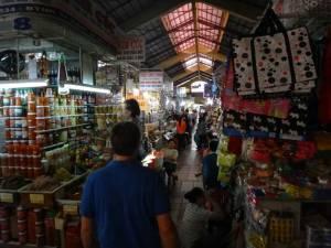 Vietnam | Süden, Cho Ben Thanh Market in in Ho Chi Minh City von innen. Blick auf die verschiedenen Verkaufsstände