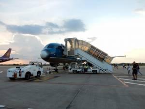 Vietnam | Süden, eine Maschine von Vietnam Airlines am Flughaben Tan Son Nhat in Ho Chi Min City auf dem Rollfeld