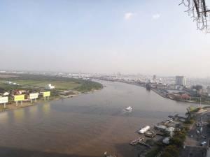 Vietnam | Süden, der Mekong in Ho Chi Minh City. Blick von oben auf den braunen Mekong bei Sonnenschein
