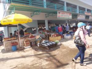 Vietnam | Süden, Fischmarkt in Duong Dong Town auf Phu Quoc. Blick auf verschiedene Fischverkäufer