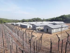Vietnam | Süden, Phu Quoc Prison aus Sicht des Überwachungsturms. Panorama auf das Gefängnis und den Stacheldraht