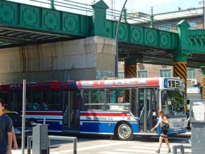 Argentinien | Typischer bunter nostalischer Bus mit viel Chrom in Buenos Aires