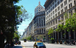 Buenos Aires | interessante Orte: Die schöne Avenida Pena verbindet Obelisk und Plaza de Mayo. Sie ist ein Prachtstraße mit zahlreichen alten Gebäuden