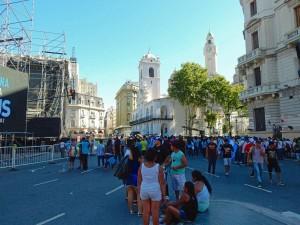 Argentinien | Demonstration mit vielen Menschen am Plaza de Mayo im Zentrum von Buenos Aires