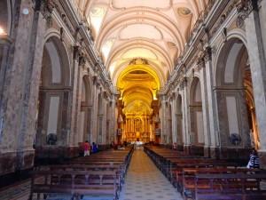 Buenos Aires | Sehenswürdigkeiten: Pompöser Innenraum der Kathedrale am Plaza de Mayo