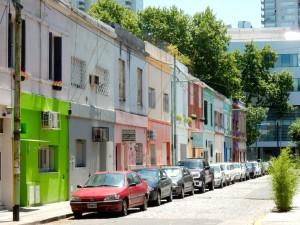 Argentinien | Typische Seitenstraße mit bunten Häusern in Buenos Aires Palermo
