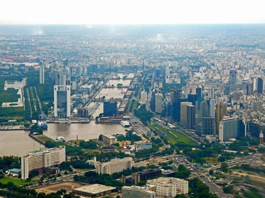 Argentinien | Blick vom Flugzeug auf Buenos Aires und Puerto Madero