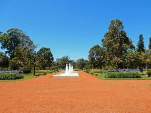 Buenos Aires | interessante Orte: Die wunderschöne Paseo Rosedal von Palermo mit Spingbrunnen und Blumenbeeten
