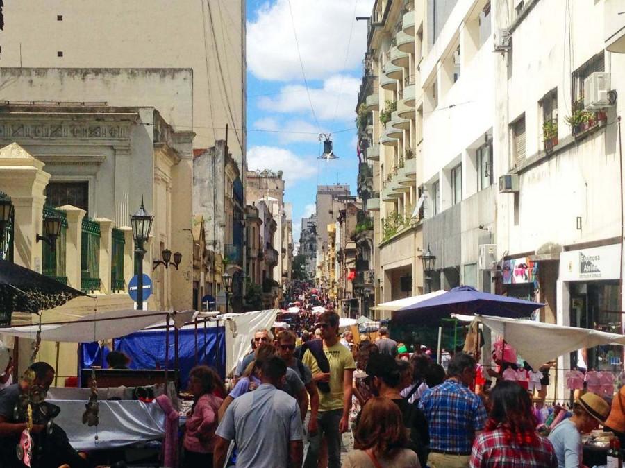 Argentinien | Buenos Aires, die proppenvolle Defensa wenn in San Telmo Markt ist