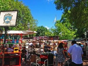 Buenos Aires | interessante Orte: Markt mit zahlreichen Ständen auf dem Plaza Dorrego in San Telmo