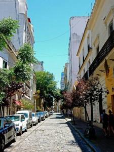 Argentinien | Buenos Aires, Seitenstraße mit bunten Häusern in San Telmo