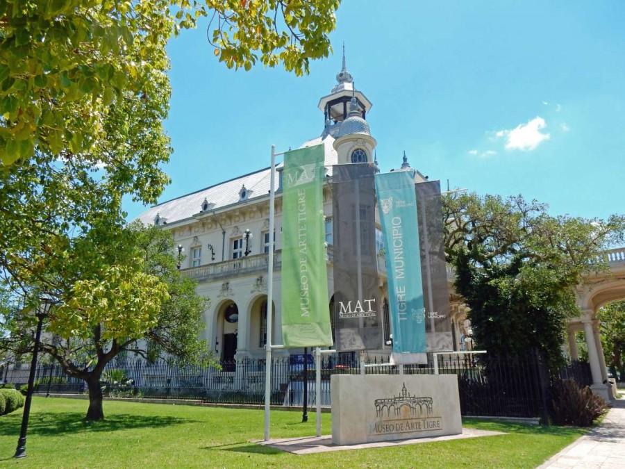Argentinien | Das beeindruckende Gebäude des Museo de Arte Tigre mit seiner weißen Fassade