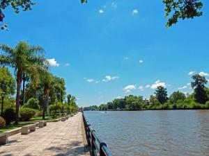 Argentinien | Die pittoreske Victorica Promenade in Tigre ist einen Spaziergang entlang des palmengesäumten Flusses wert