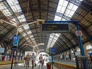 Argentinien | Bahnsteig für die Strecke von Buenos Aires Retiro ins Tigre Delta mit der Linea Mitre