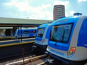 Argentinien | Moderne Züge der Linea Mitre verkehren von Buenos Aires Retiro ins Tigre Delta