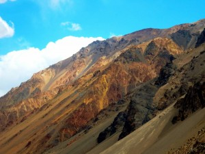 Argentinien | Bus Santiago - Mendoza, farbige Berge am Paso Internacional Los Libertadores bzw. Uspallata Pass