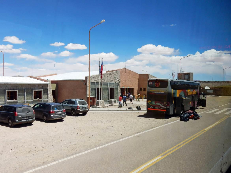 Argentinien   Das Haus zur Grenzkontrolle bei de Überquerung der Grenze von Argentinien nach Chile mit dem Bus von Salta nach San Pedro de Atacama über den Jama Pass