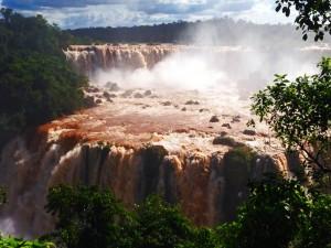 Brasilien | Wasserfälle vom Cararatas Trail im Parque Nacional Iguacu aus der Nähe