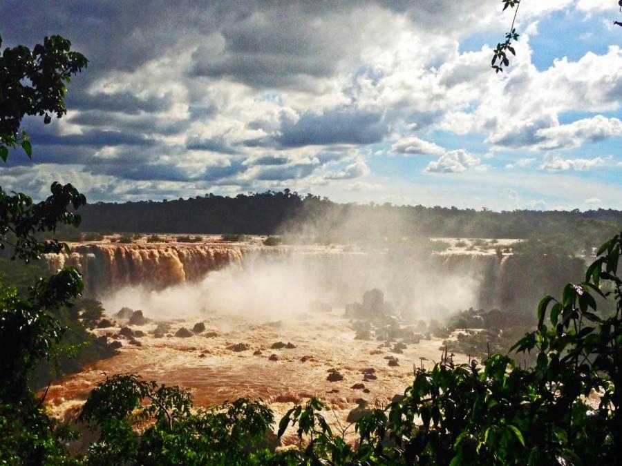 Brasilien | Wasserfälle vom Cararatas Trail im Parque Nacional Iguacu aus der Distanz
