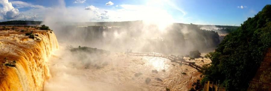 Brasilien | Panorama des Garganta Diabolo (Teufelsschlund) und Floriano-Wasserfalls aus dem Parque Nacional Iguacu betrachtet