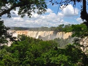 Argentinien | Blick auf die Wasserfälle vom Paseo Superior im Parque Nacional Iguazu