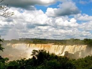Argentinien | Die Wasserfälle im Parque Nacional Iguazu sind fast 3 km lang