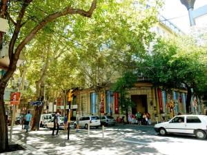 Argentinien | Ampel und Fußgänger in der Innenstadt von Mendoza