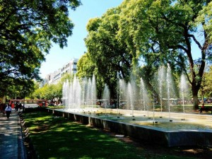 Argentinien | Der kleine Brunnen am Plaza Independencia Brunnen in Mendoza im Park