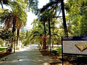 Mendoza | Sehenswürdigkeiten: Eingang zum Plaza Italia