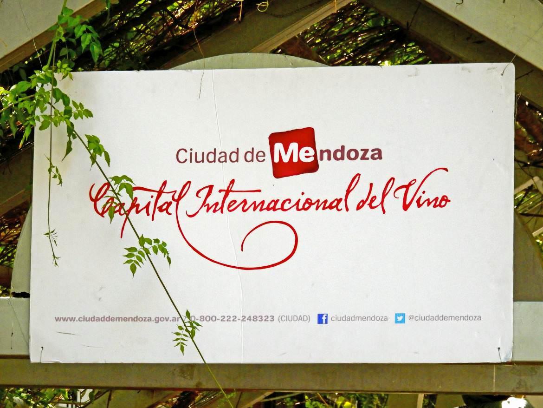 Argentinien | Mendoza-Schild, die Internationale Hauptstadt des Weins